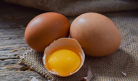 chicken-eggs-on-a-wooden-background